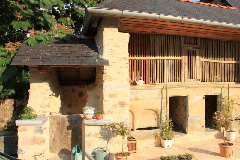 puits, poulailler et loges à cochons